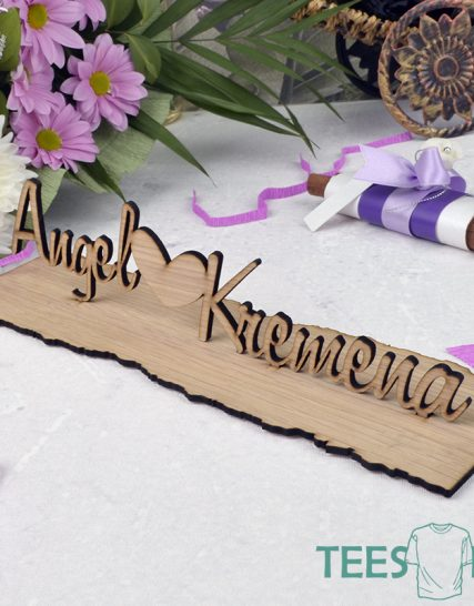 Wooden names on the wedding table